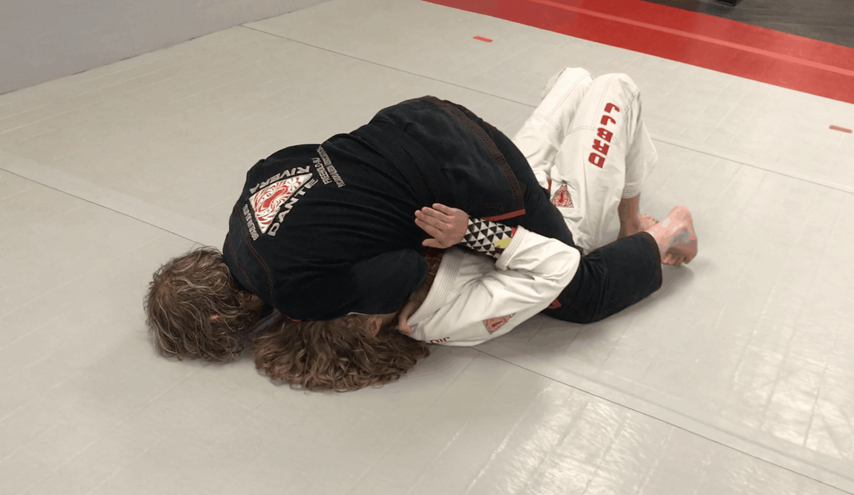 [VIDEO] Top Mount Gi Control Palm Up Grip in Collar, Arm Trap In Cross Collar Choke, Symmetrical Choke Control Finishing Details