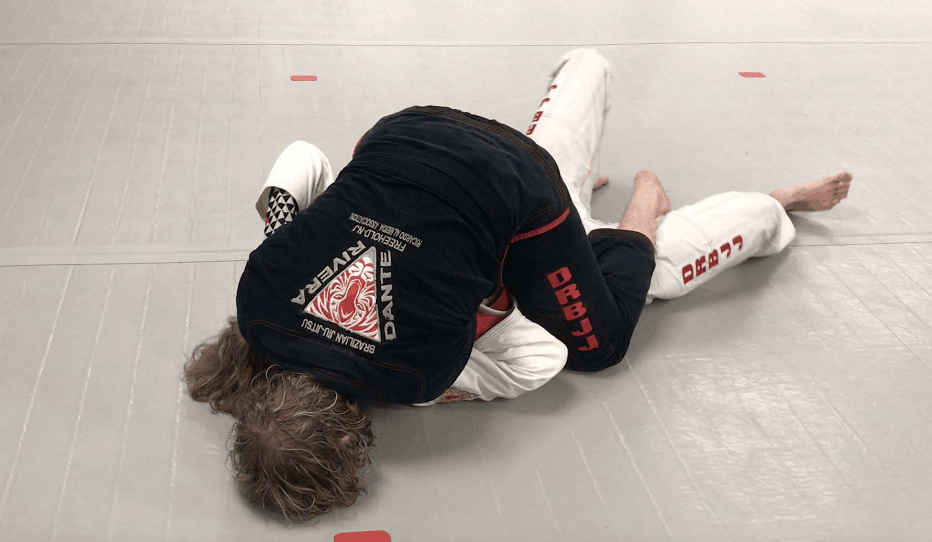 [VIDEO] Top Mount Gi Control Palm Up Grip in Collar, Backstep Cross Collar Choke